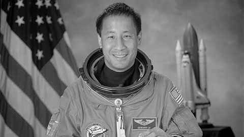 Ed Lu -B&W NASA Photo (Hi-Res)